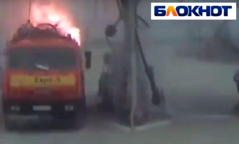Мощный взрыв бензовоза на заправке в Волгограде попал на видео