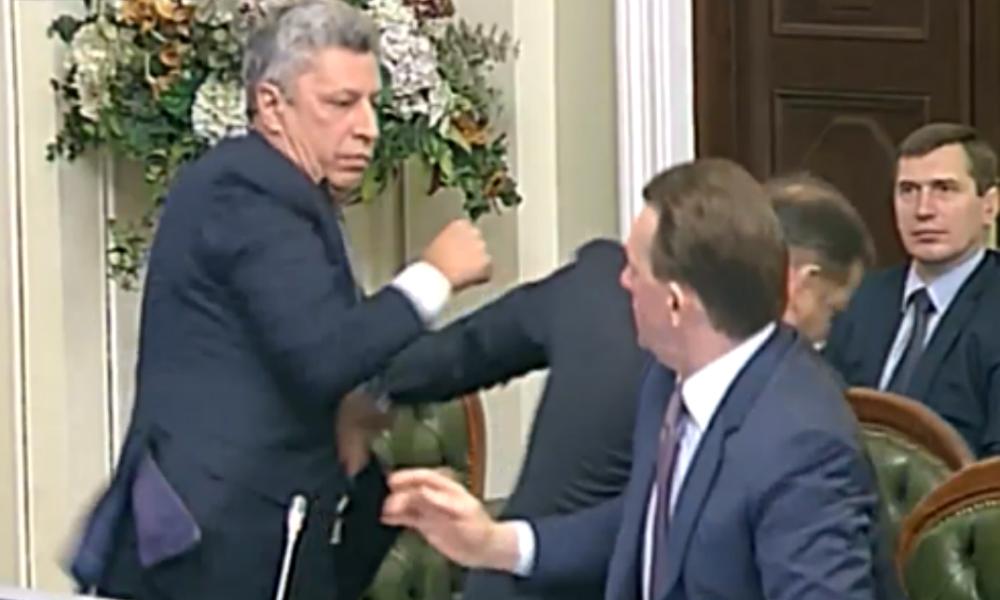 Видео избиения радикала Олега Ляшко в Верховной раде попало в Интернет