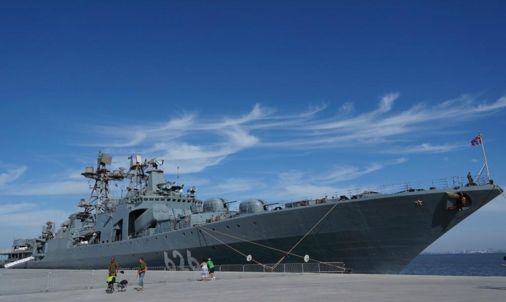 Российский военный корабль отбуксировал украинское судно на Гавдос