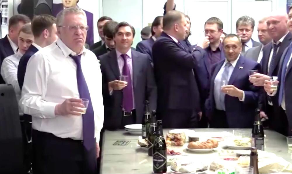 Жириновский закатил в Госдуме банкет с шампанским в честь победы Трампа
