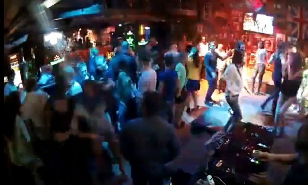 В ночном клубе изнасиловали девушку популярные песни ночных клубов