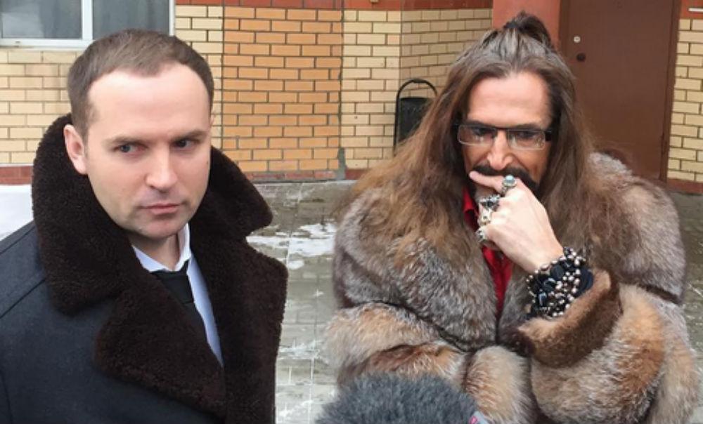 Драка Никиты Джигурды с адвокатом Сергеем Жориным возде здания суда попала на видео