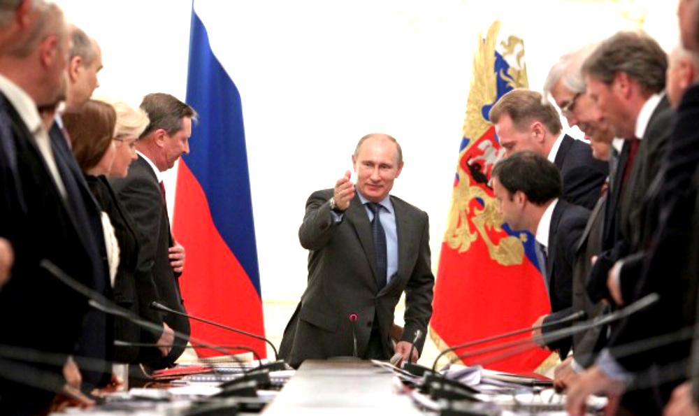 Путин снял бывшего главу администрации Кремля с еще одного поста