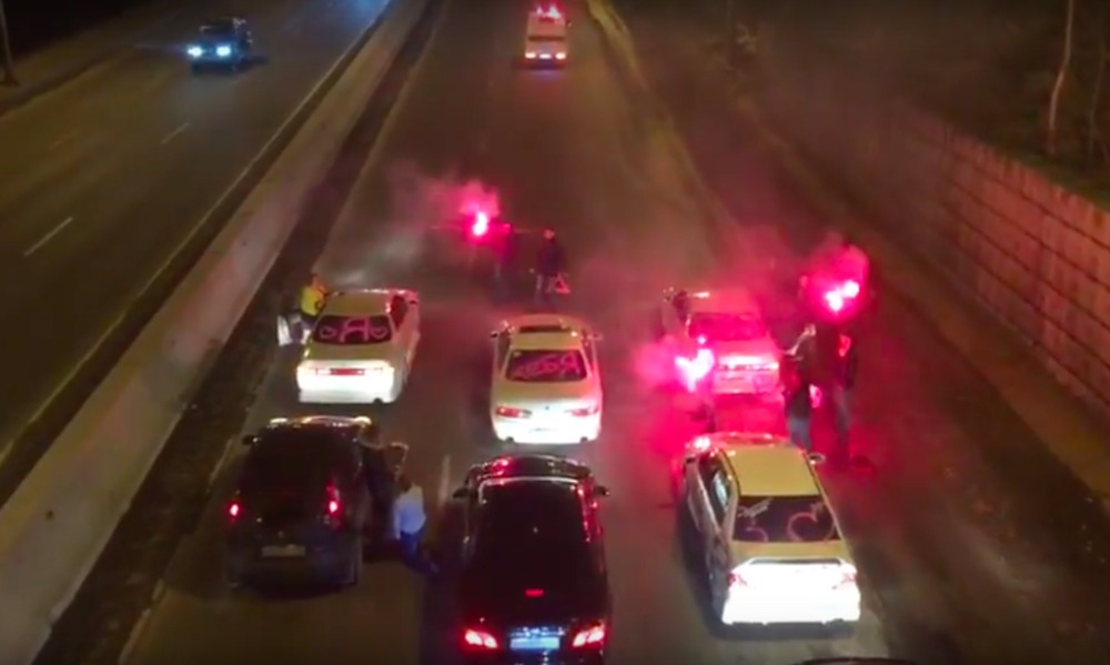 Опубликовано видео перекрытия федеральной трассы в Приморье ради предложения руки и сердца