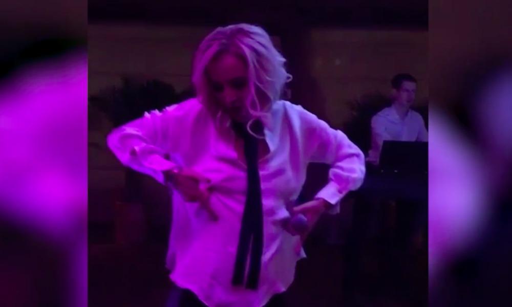 Опубликовано видео исполнения Бузовой эротического танца на ночной вечеринке в Москве