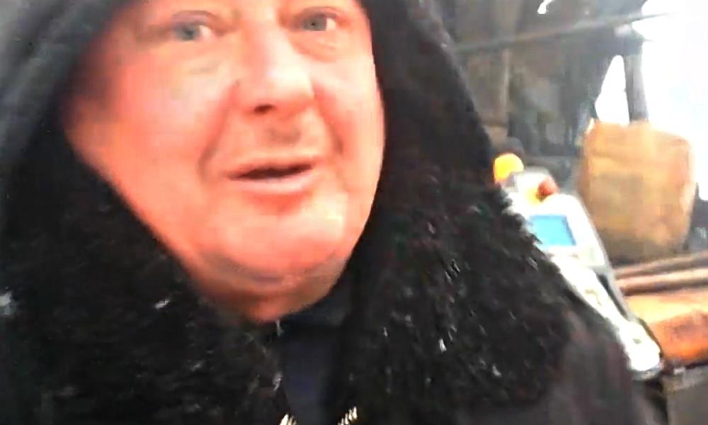 Под Смоленском из-за видео укладки асфальта в снег избили активиста «Убитых дорог»