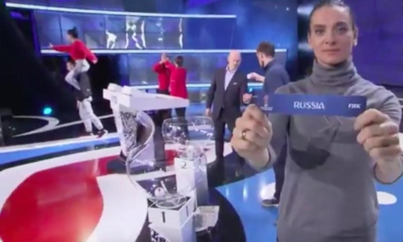 Ведущие и звезды жеребьевки футбольного Кубка конфедераций-2017 массово застыли в Казани