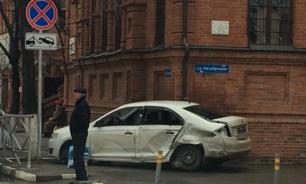 Столкновение иномарки с церковью в Краснодаре попало на видео