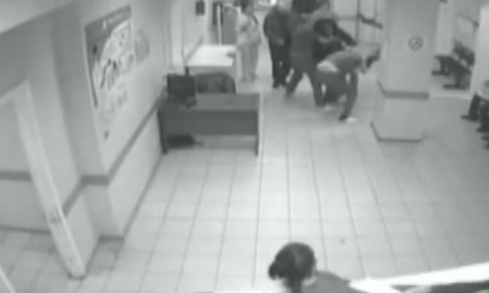 Зверское избиение врача в Самаре мужем пациентки попало на видео