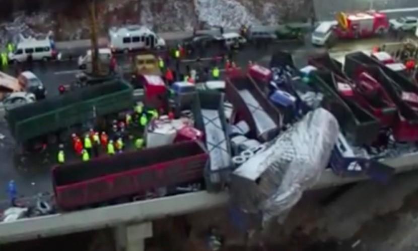 В «Поднебесной» вДТП сучастием 56 машин погибли 17 человек