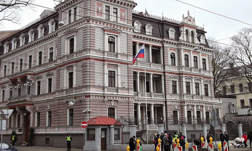 За гранью понимания: в российском посольстве осудили запрет на въезд Кураева в Латвию