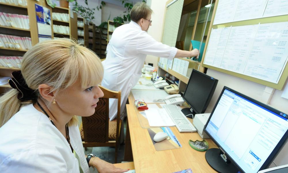 Правительство согласилось сделать больничный электронным
