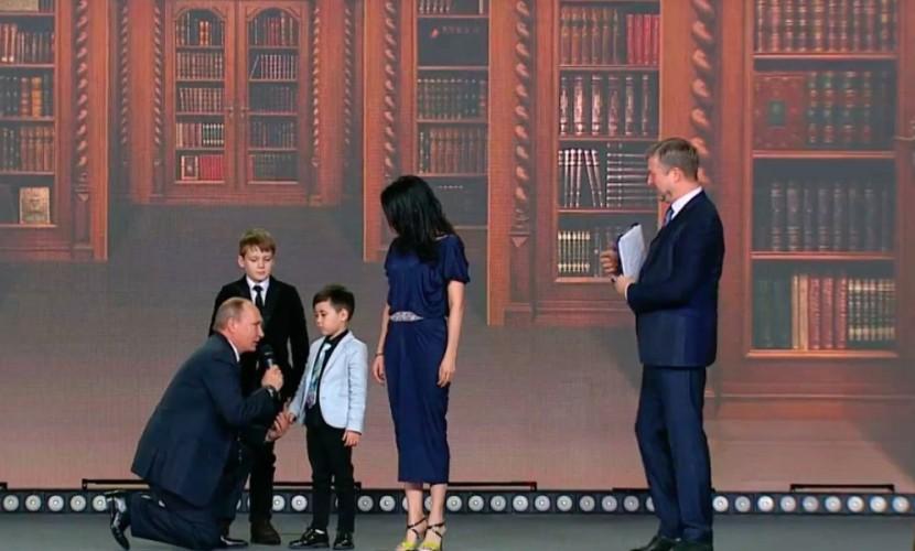 Путин признался школьнику в Кремле, что границы России нигде не заканчиваются