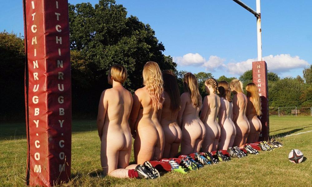 Британские регбистки снялись обнаженными для календаря-2017 и отказались от фотошопа