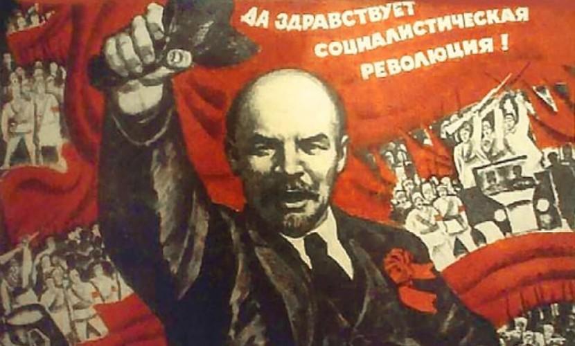 День Октябрьской революции отмечают в РФ 7ноября