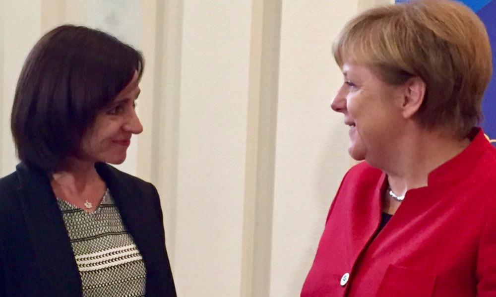 Майя Санду (слева) с канцлером Германии Ангелой Меркель.