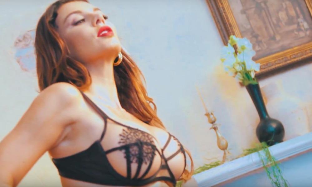 Фотосъемка Бандерасом полуобнаженной Седоковой для журнала Maxim попала на видео