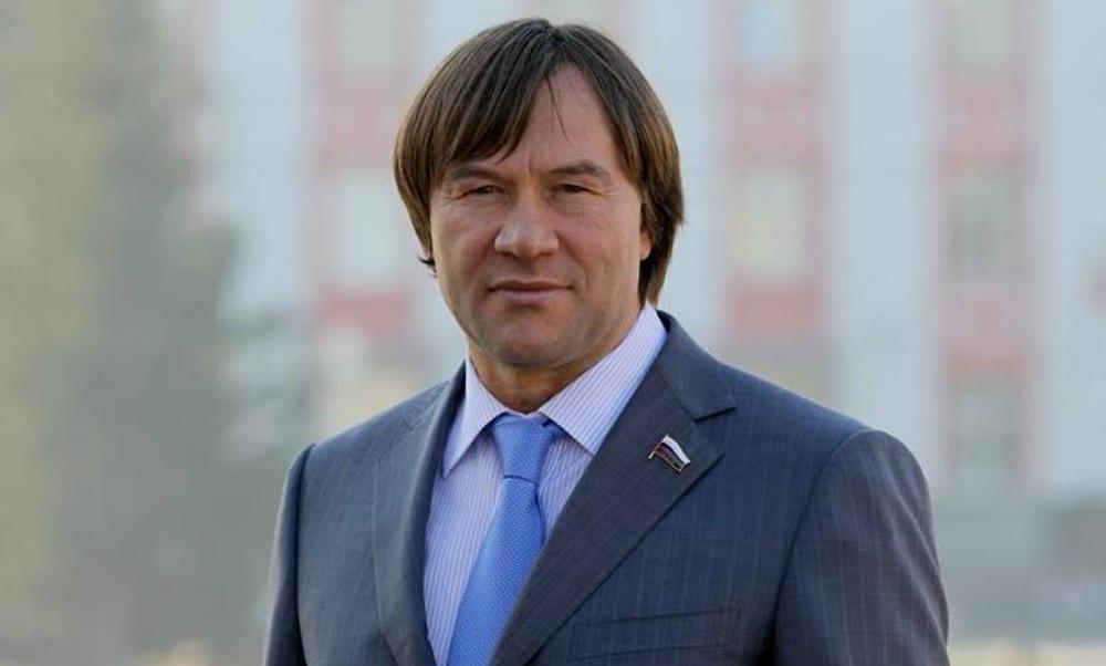 Женскую сумку за миллион и сейф с деньгами вынесли грабители из коттеджа депутата Госдумы