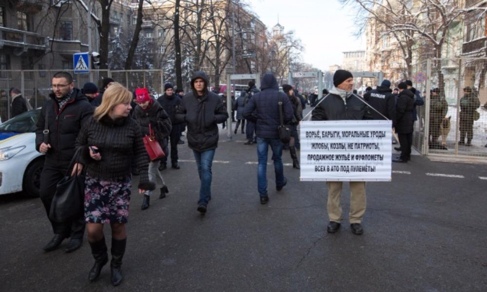 Митинги против Порошенко СБУ назвала планом России по дестабилизации Украины
