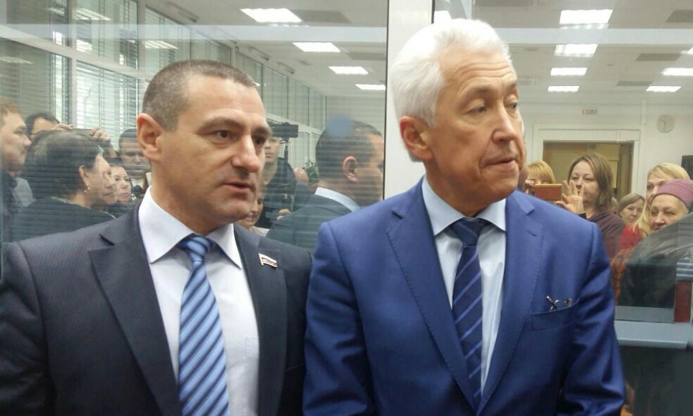 Валютные заемщики захватили приемную Госдумы и добились от лидера