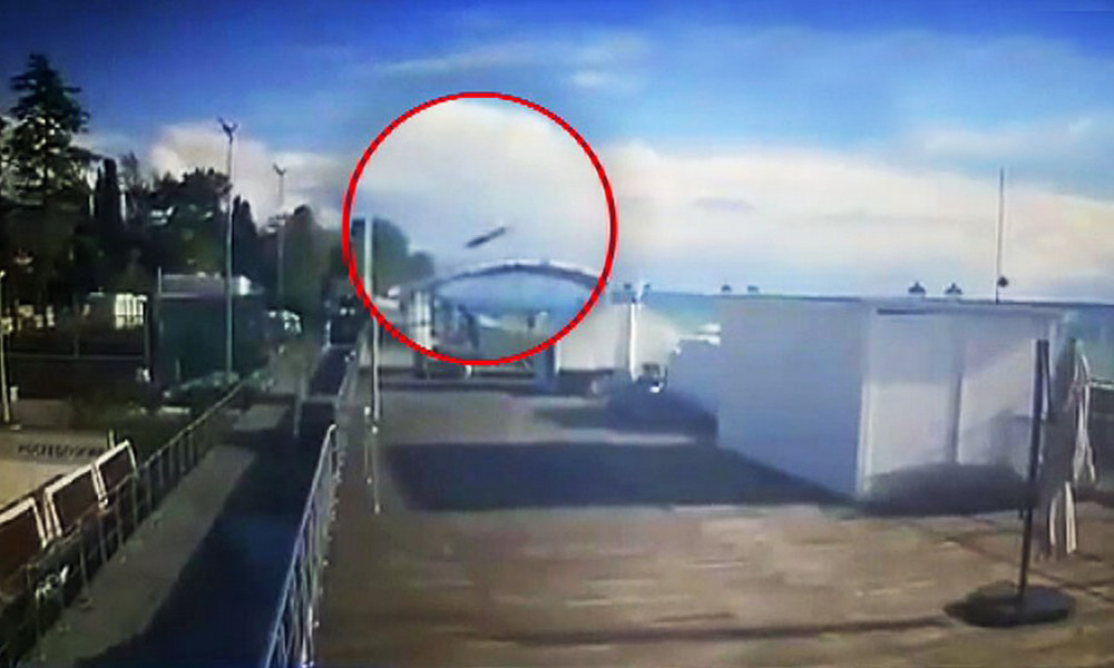 Крушение вертолета Eurocopter в Сочи с гибелью двух человек попало на видео