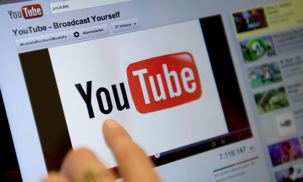 Видеохостингу YouTube грозит уход из России в случае принятия нового закона