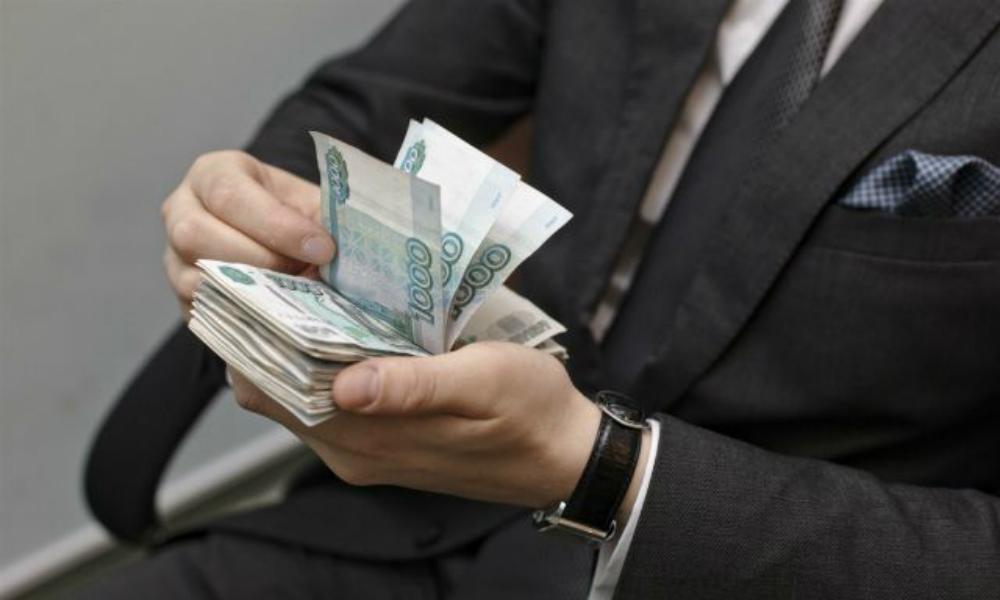 «Людям надо раздать деньги»: эксперты призвали государство оказать населению поддержку во время самоизоляции