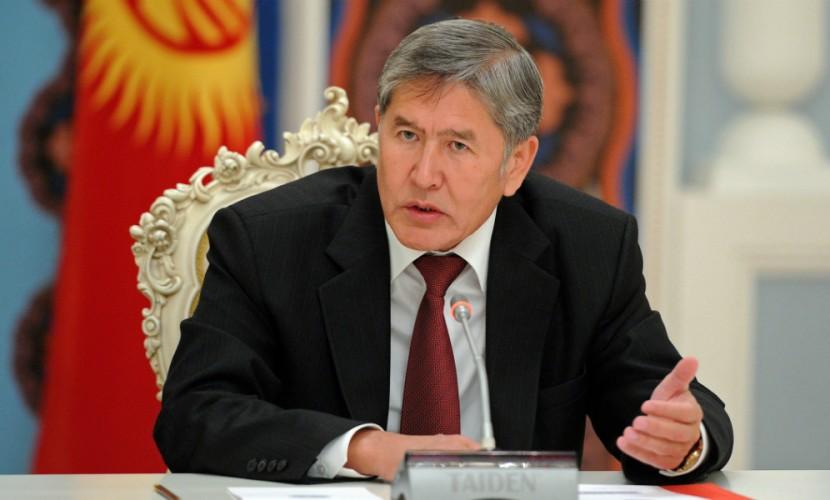 Президент Киргизии ушел в бессрочный отпуск