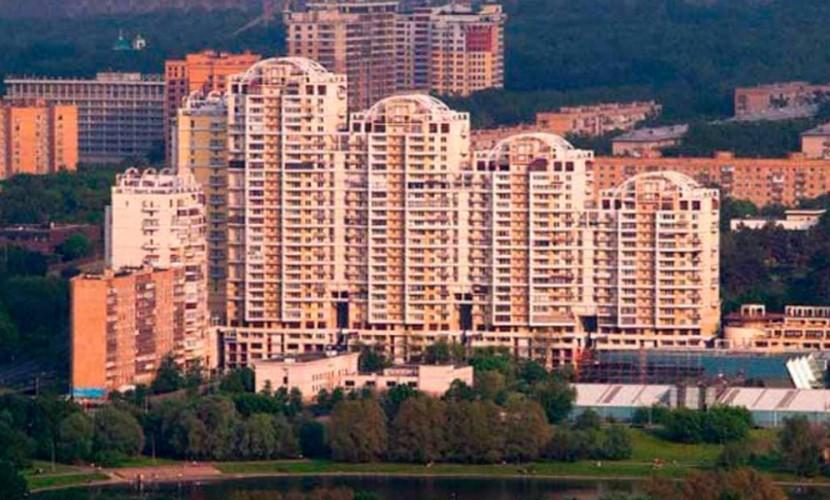 В Госдуме призвали выселить занимающих служебные квартиры бывших