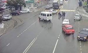 Машина выкинула водителя и аккуратно припарковалась после ДТП