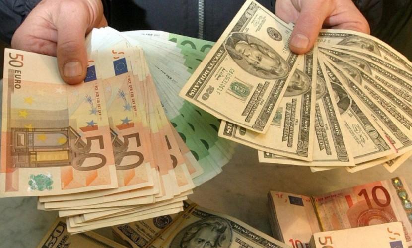 Референдум в Италии спровоцировал падение евро по отношению к доллару до 20-месячного минимума