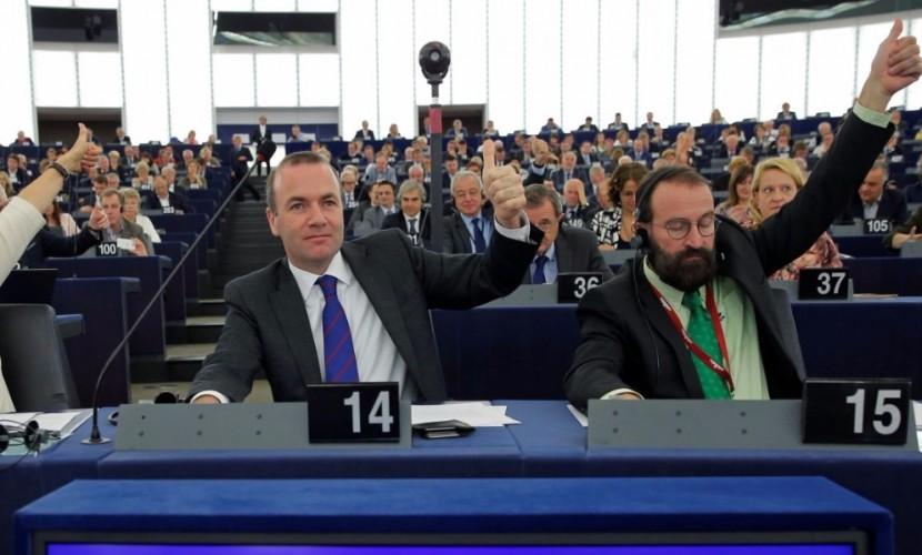 Европейские парламентарии проголосовали за отмену виз для граждан Грузии и Украины