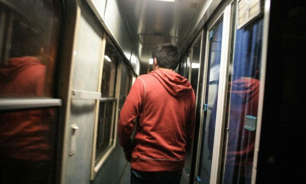 Школьника сняли с поезда за убийство родителей под Нижним Новгородом