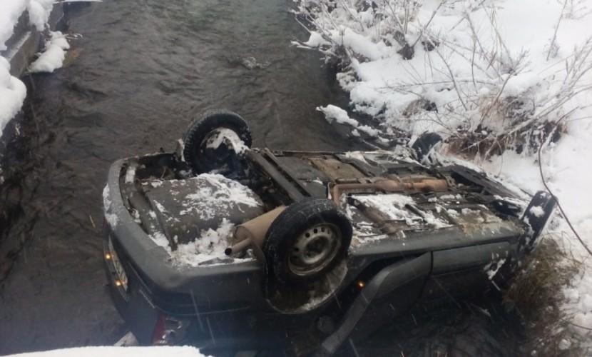 НаКубани спасли пожилых людей изупавшей вреку машины