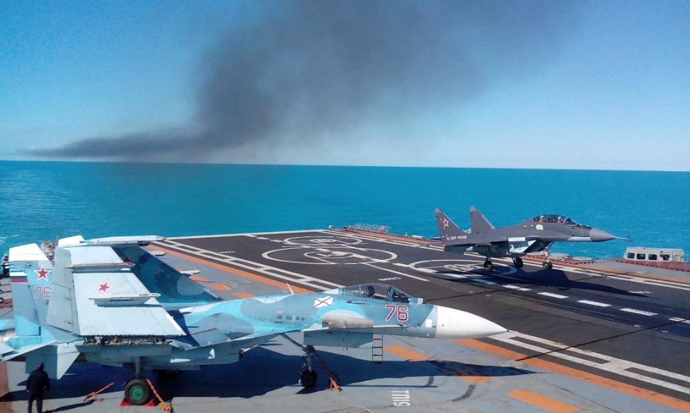Пилот выжил при падении истребителя Су-33 с палубы «Адмирала Кузнецова» в Средиземном море