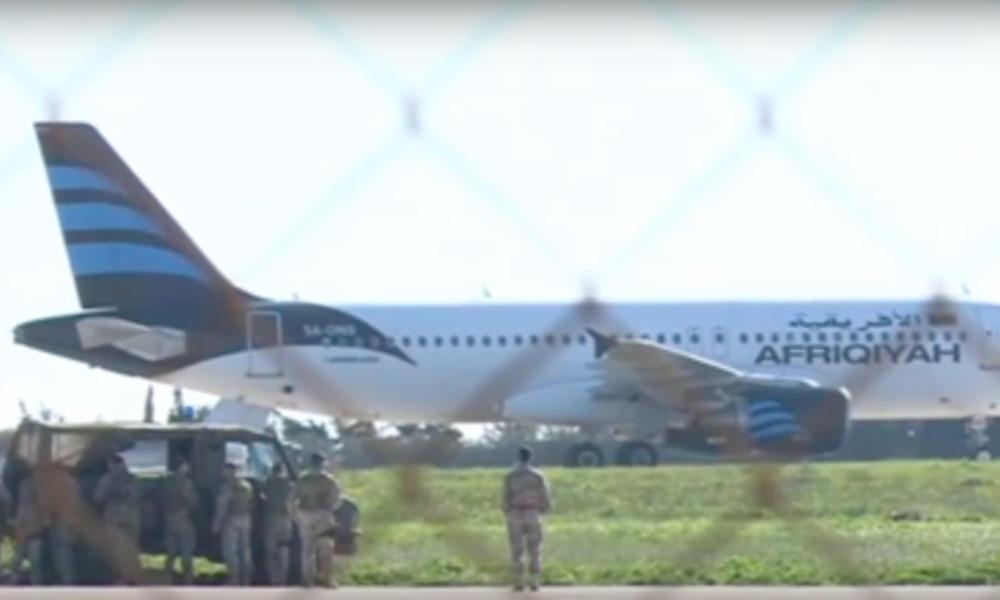 Опубликовано видео с захваченным самолетом авиакомпании Afriqiyah Airways в аэропорту на Мальте