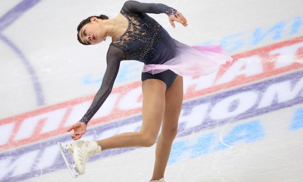 Юная звезда фигурного катания Евгения Медведева стала чемпионкой России с тремя мировыми рекордами