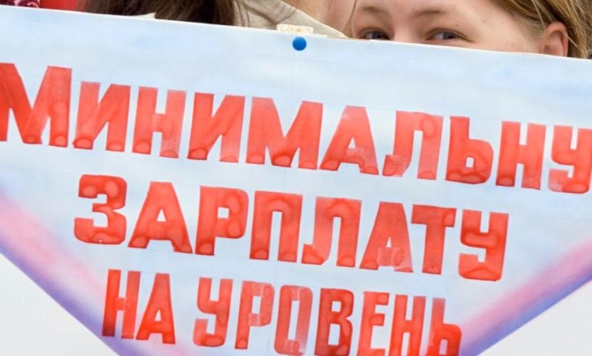 Президент России повысил минимальный размер оплаты труда на триста рублей
