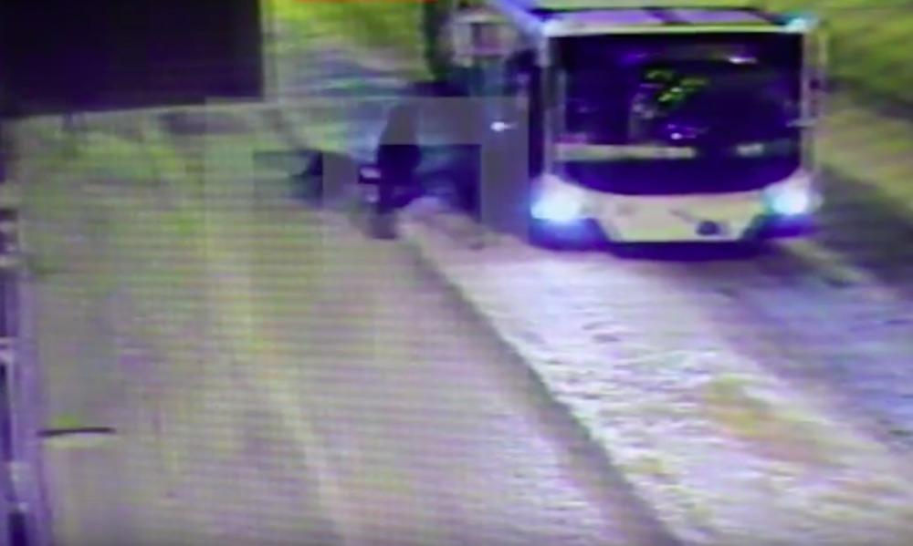Опубликовано видео удивительного спасения мальчика на санках из-под колес троллейбуса в Рыбинске