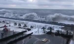 Ураганный шторм затопил первые этажи зданий в Сочи