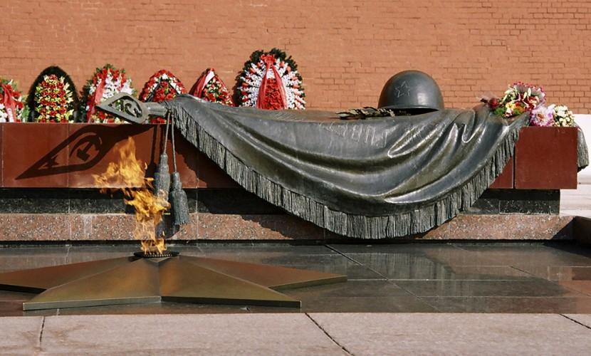 НаВоскресенском кладбище почтили память Неизвестного Солдата