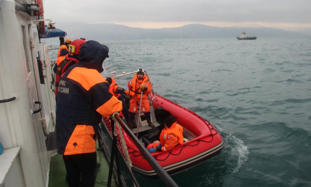Обломки Ту-154 и человеческие кости обнаружены на пляже санатория в Сочи