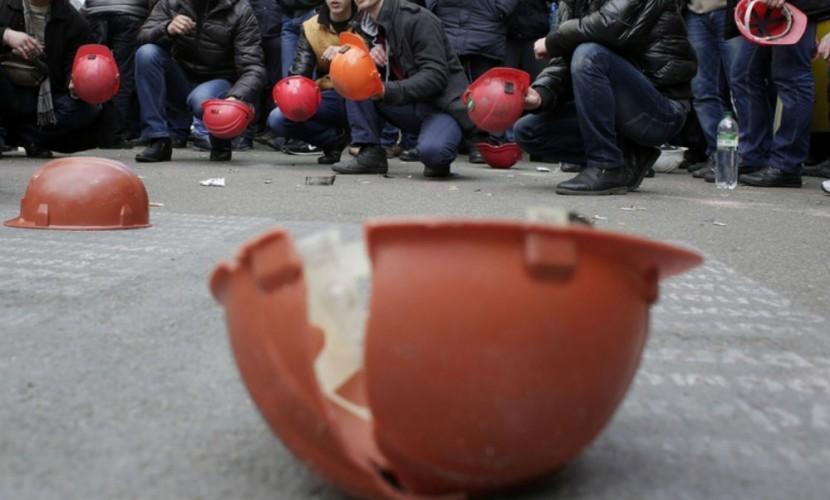 Оставшиеся без зарплаты гуковские шахтеры отправились на встречу с депутатами Госдумы