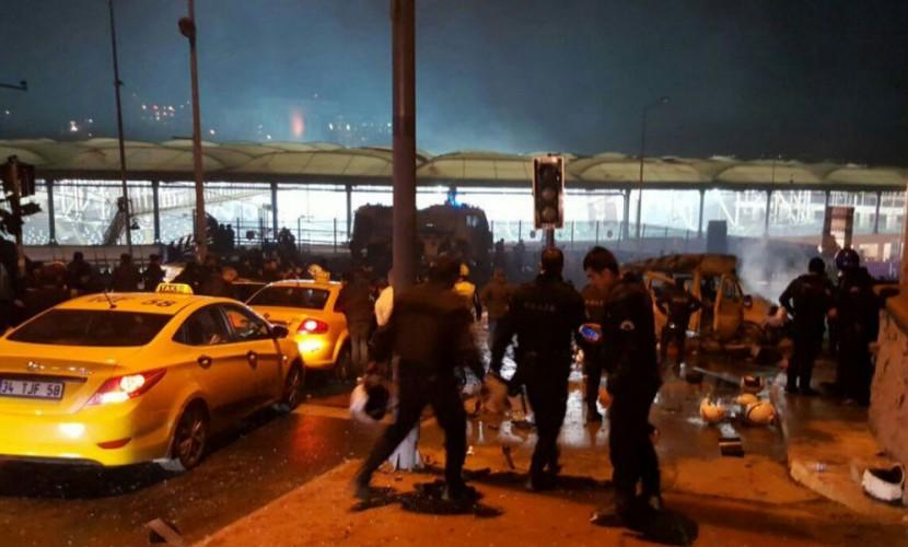 В итоге взрыва около стадиона Бешикташа погибло 13 человек