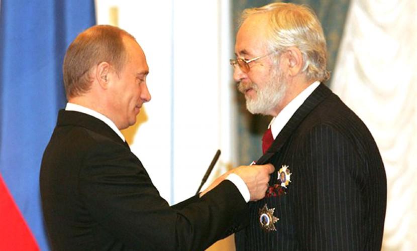 Путин вручил госнаграды Александру Маслякову и Василию Ливанову
