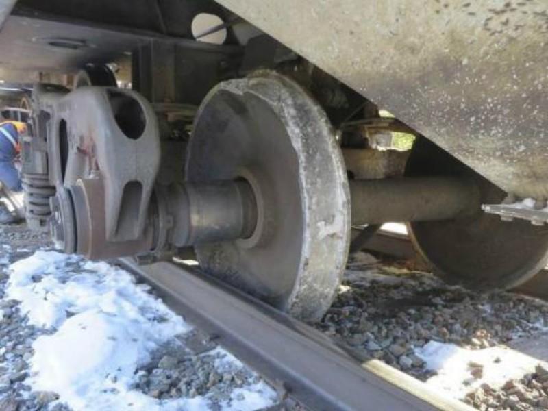 Товарный поезд сошел с рельсов в Волгоградской области