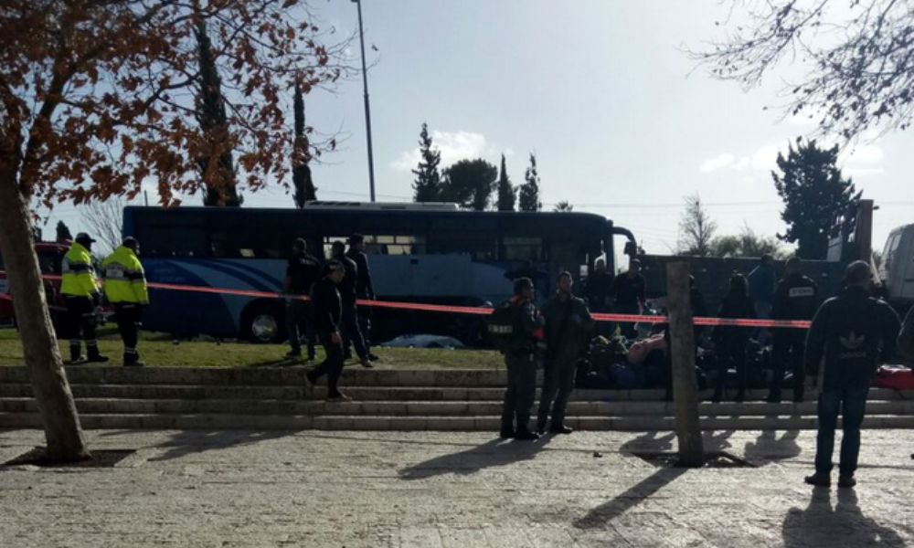 Теракт в Иерусалиме: боевик на автокране раздавил толпу людей