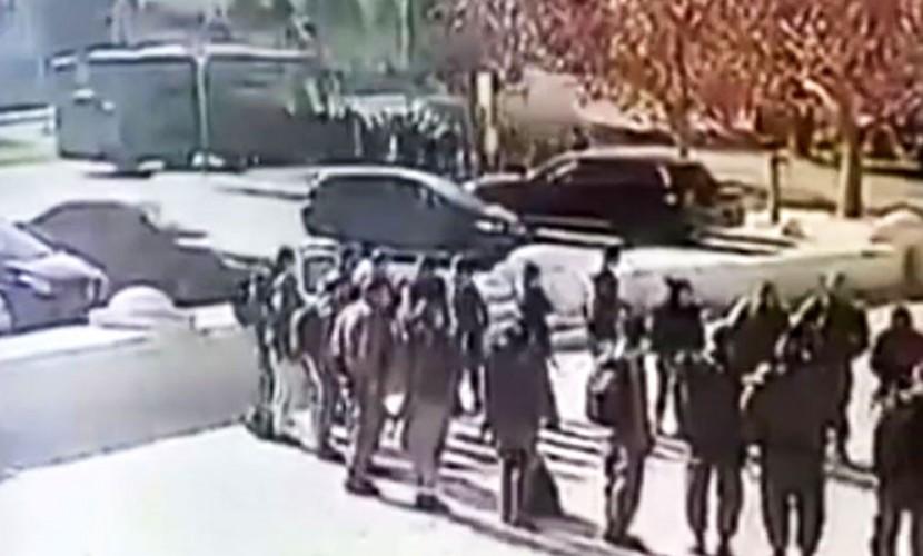 Камеры наблюдения сняли момент наезда грузового автомобиля натолпу вИерусалиме
