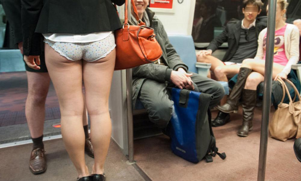 В метро без штанов порно