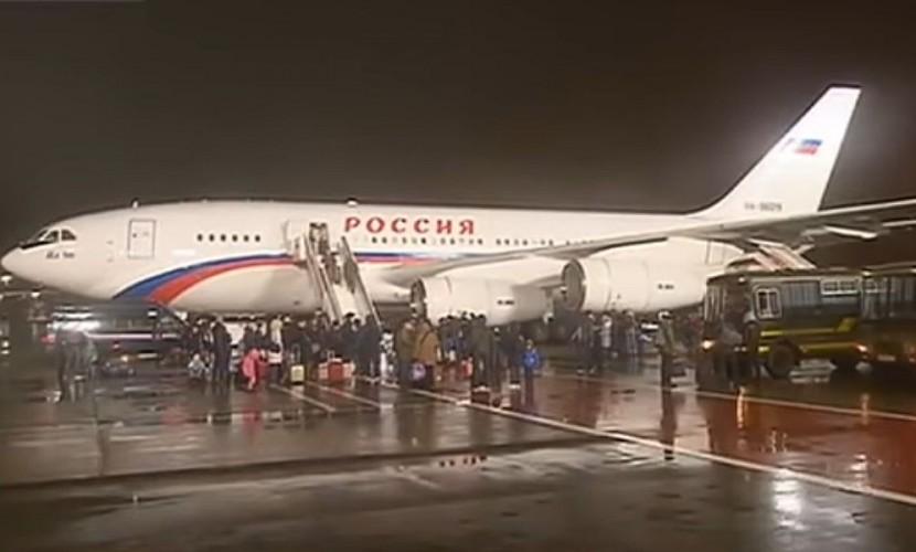 Путин поручил пригласить детей высланных дипломатов наелку вКремль